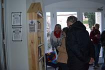Od pátečního večera se mohou Mladovožičtí těšit z nově otevřené knihobudky.