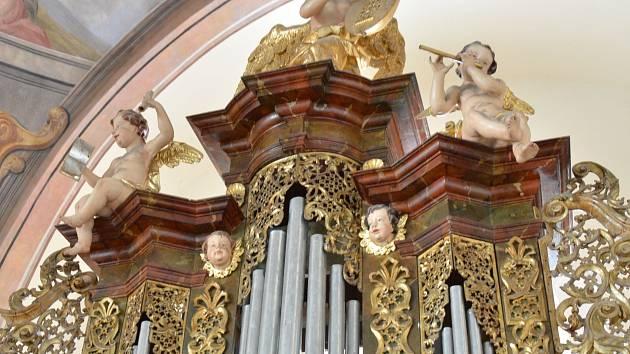 V kostele svatého Františka Xaverského v Opařanech hrají barokní varhany přibližně od roku 1732.