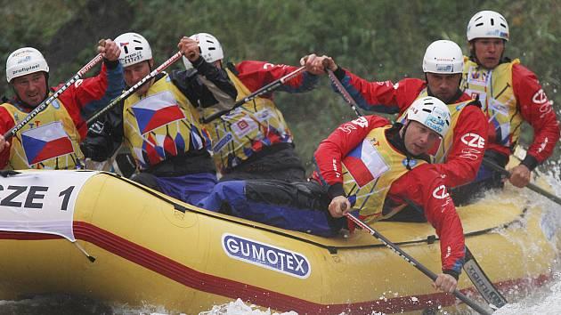 Vodáci na raftu. Ilustrační foto.