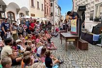 V ulicích města se o víkendu představily desítky umělců.