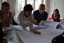 Nad projektem, u jednoho stolu se opět sešli úředníci, projektanti si sportovci.