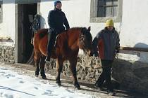 V Cunkově si klienti Klíčku v pondělí užili pohled na svět z koňského hřbetu.