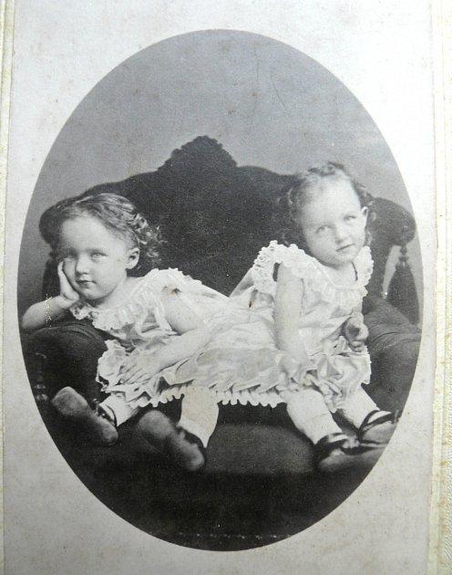 DVOJČATA. Róza a Jóža jako děti