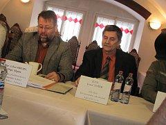 PARTNEŘI. Na snímku vlevo je  Josef Tušek, předseda dozorčí rady zoo, vpravo její ředitel Libor Hrubý.