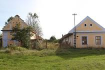 Jedním z nejcennějších domů v Komárově bylo č.p. 5, dnes byste v něm krásu těžko hledali.