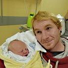 Filip Tvrdík z Tábora. Narodil se rodičům Nikole a Tomášovi 18. prosince šestnáct minut po druhé hodině jako jejich první dítě. Vážil 3510 gramů a měřil 51 cm.