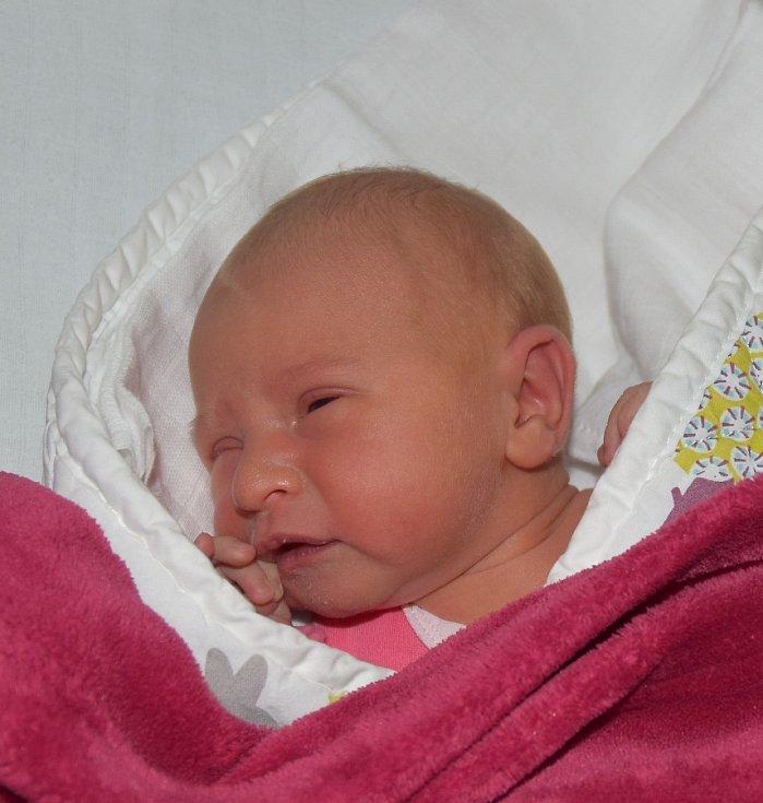 Nicoll Hermová z Tábora. Přišla na svět 27. května v 0.30 hodins váhou 3260 gramů a mírou 51 cm. Je prvorozenou dcerou rodičů Moniky a Michala.