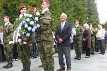 Desítky lidí se sešly na táborském popravišti, aby uctily památku obětí války.