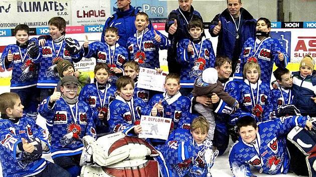 Šťastní vítězové domácího Teplárna Cupu 4. tříd.