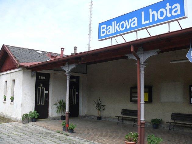 Zaměstnanci dráhy o železniční stanici ve směru na Písek svědomitě pečují.