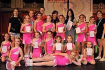 Skupina mladších dívek si z Prahy odvezla páté místo.