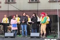 Počasí v sobotu 4. května neodradilo návštěvníky od návštěvy Žižkova náměstí a koncertu Keramičky.