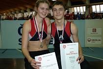 Idylický snímek ze stupňů vítězů v pražské Stromovce. Michael Urban a Lucie Šetelíková získali pro táborskou atletiku další výrazné úspěchy na republikové scéně.