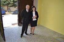 Radka Maxová s Jaroslavem Větrovským, starostou Mladé Vožice.