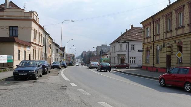 Soběslavská ulice mířící na České Budějovice je dělicí čárou táborského Ústeckého předměstí.