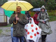 Na Svatováclavský výšlap se navzdory počasí vydaly i rodiny s dětmi.