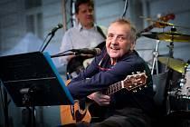 Jiří Matyáš se profesionálně věnoval hudbě více než čtyřicet let.