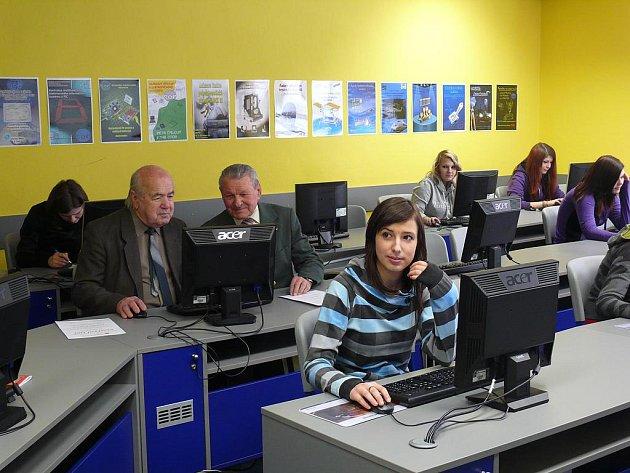 Studenti Virtuální univerzity třetího věku mezi mladými
