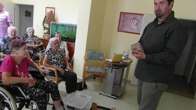 Zoolog přednášel seniorům v táborském G-centru.