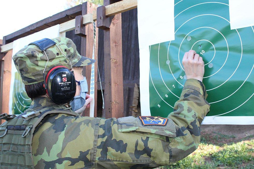 Přestože se veškeré výcviky a další akce u 15. ženijního pluku kvůli viru Covid-19 zrušily, pravidelné střelby vojákům zůstaly.