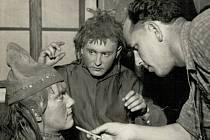 Ochotníci v Mezné v roce 1957.