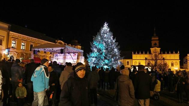 V sobotu 30. listopadu rozsvítili stromeček také ve Veselí nad Lužnicí.