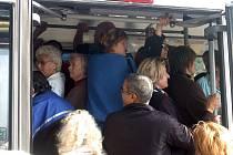 V autobuse si na své věci dávejte pozor. Obzvlášť ve špičce.