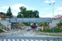 UZAVŘENÁ ÉRA. Poslední z černých mostů po 127 letech dosloužil. Vlaky do Horní Cerekve se po jeho šedivém nástupci projedou od 25. července a křižovatka Černé mosty bude oběma směry zprovozněná 1. srpna.