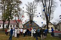 Vypouštění balónků v Borotíně.