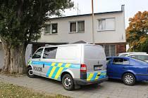 Policisté vyšetřují smrt v penzionu.