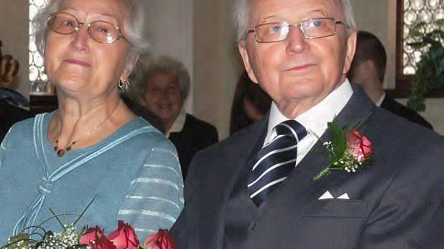 DIAMANTOVÁ SVATBA. V roce 1947 si řekli ano poprvé. V sobotu si Zdeněk a Eva Tichých manželský slib po 60 letech zopakovali.