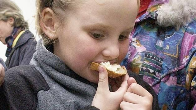 Čerstvý chléb s pravým máslem a trochou soli je pochoutkou, kterou si lidé stále ještě mohou dopřát. Bude tomu tak i v příštím roce?