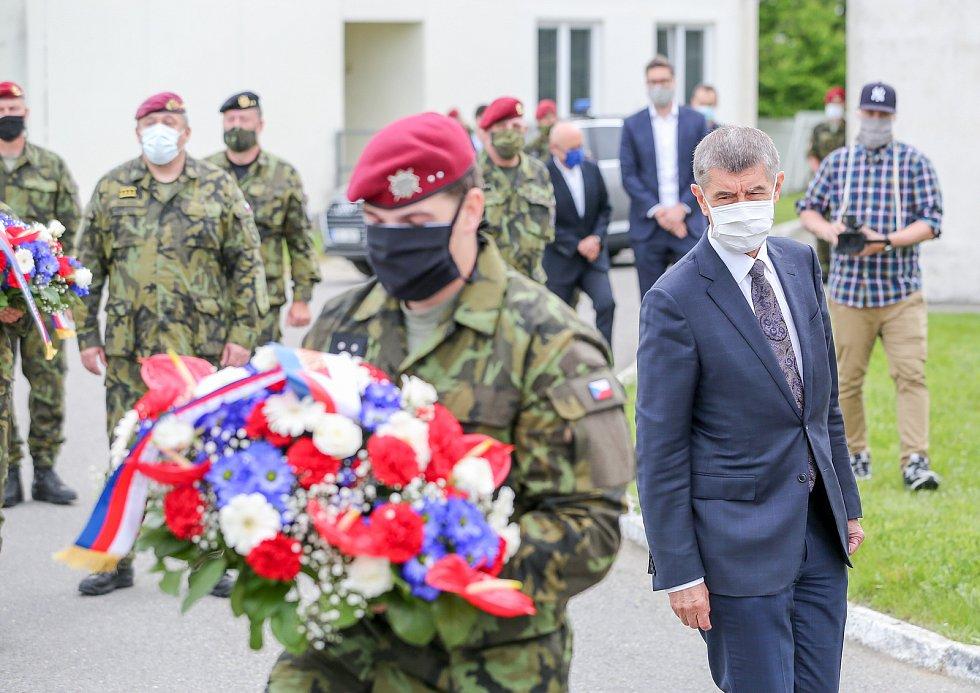 Premiér Andrej Babiš navštívil 42. mechanizovaný prapor v Táboře.