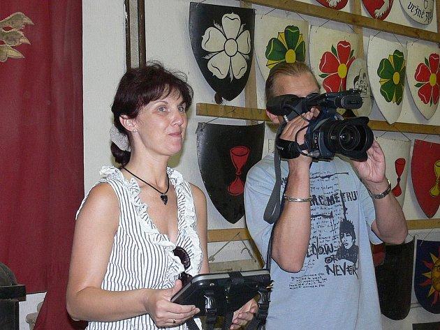 Režisérka Světlana Lazarová natáčela na Housově mlýně část dvanáctidílného televizního dokumentu o bojovém umění východu a západu s názvem Kaligrafie srdce.