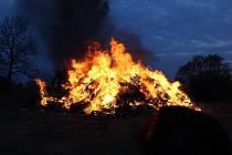 Čarodějnice pálili v obci Mažice.