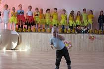 Loni děti z MŠ Tučapy vítaly jaro ve Zvěroticích besídkou.