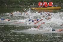 S plaváním, během a jízdou na kole si budou muset poradit amatérští sportovci na Sudoměřickém triatlonu. Soutěžit budou již na 25. ročníku.