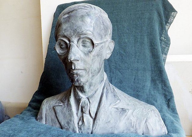BUSTA. Na bechyňský hřbitov se má navrátit podobizna Rudolfa Krajce.