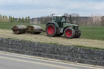 Na polích je v těchto dnech opravdu rušno.
