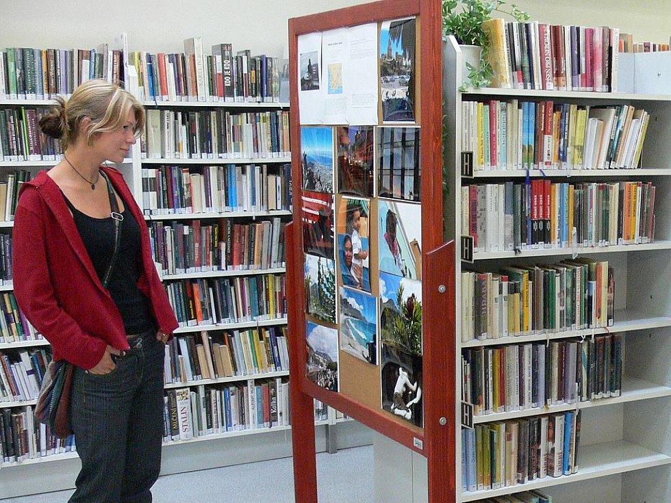Táborská knihovna hostí  výstavu nezávislého reportéra Michaela Josephy, Kapsko – Křehká krása. Fotografie dokumentují běžný život jihoafrického kraje a odborné popisky seznamují návštěvníky s unikátnostmi lokality a historickými zájímavostmi.