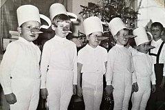 Oslava Vánoc krátce po založení mateřské školky v Nerudově ulici v Soběslavi v roce 1968.