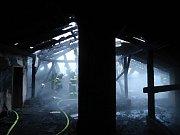 V Táboře hasiči ve čtvrtek ráno likvidovali požár střechy v domě Na Písecké.