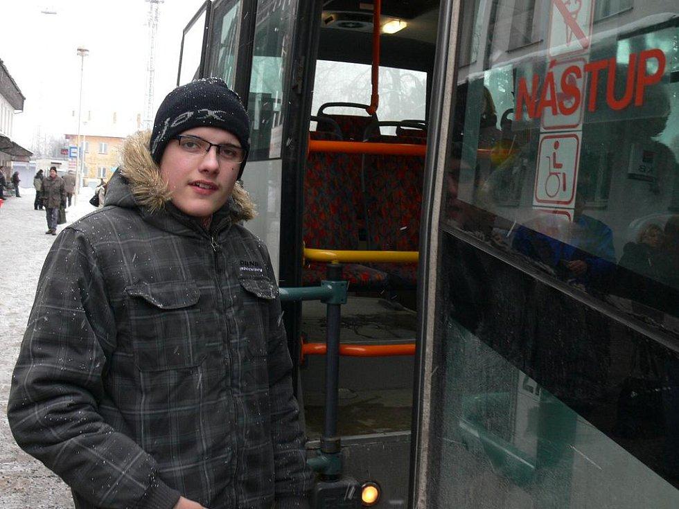 Autobusy miluje Martin Horák už od dětství. Už při svých cestách do školky a ze školky nepozoroval, co se děje za okny, ale sledoval, jak je autobus vybaven, kde jsou umístěny sedačky pro invalidy a pátral, proč některý ze spojů nejede.