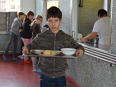 Oběd ve školní jídelně.