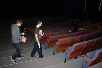 Ilustrační foto promítacího sálu kina.