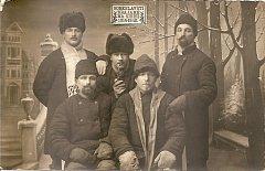 František Vondruška se dostal na  Sibiř jako zajatec.  Na snímku první zprava.