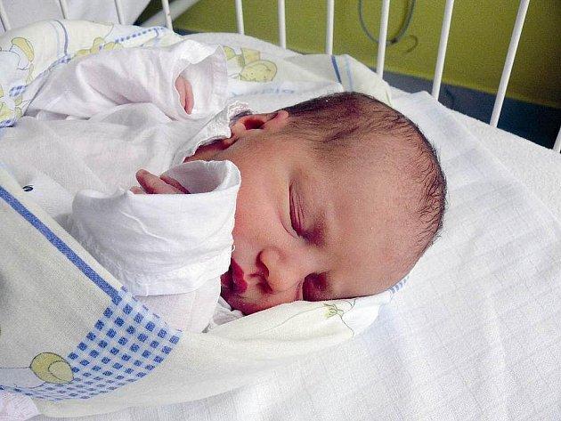 TEREZA KOLIHOVÁ Z DOBRONIC. Na svět přišla malá Terezka 9. února. Po narození jí sestřičky navážily 3160 g a naměřily rovných 50 cm.