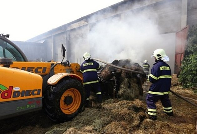 Požár sena v Makově.