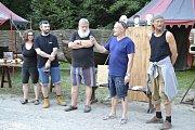 Návštěvníci Housova mlýnu od středy do neděle sledovali, jak zkušení řezbáři vdechovali život dřevu.