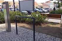 Od srpna letošního roku mají v Bechyni nabíjecí stanici na elektrokola a elektromobily.